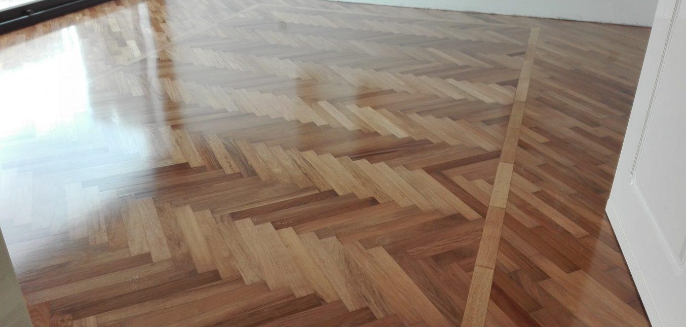 Levigare il parquet sia in legno prefinito che in legno massello
